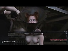 A redheaded slut sings the pleasure while vibrated
