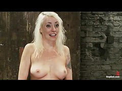 Lorelei Lee whipped and fingered in hazardous suspension