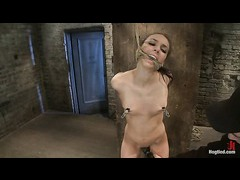 A long legged beauty orgasms in a brutal strappado