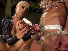 Mistress gives a creamy and nasty cupcake experience for worthless slave stud