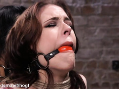 Cute Asian makes brunette slave cums by licking her pussy relentlessly