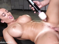 Top milf bounces on cock like the ultimate whore