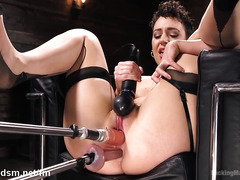 Tight milf double penetrates her pussy and ass in rough fuck machine tryout