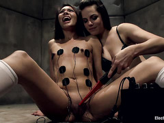 Eva Fenix experiences multiple orgams while hooked up to electricity