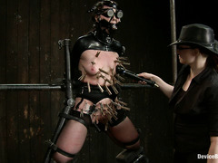 Siouxie Q underestimated the cruelty of super Domme Claire Adams