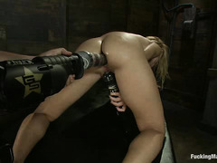 Hypnotising blonde Jessie Rogers cums repeatedly during machine fuck