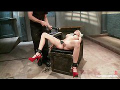 Blonde bimbo Riley Evans wants to be a good slave girl