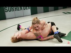 European hotties Lea Lexis and Bella Wilde battle it out on the mat