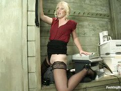 Orgasmic delight for stunning blonde beauty from playing with fucking machines