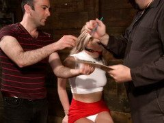 Master receives sweet babe and he wants to break her resistance in order to enjoy her