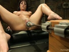 Cute babe could not stop the hot orgasms from her fucking machines play